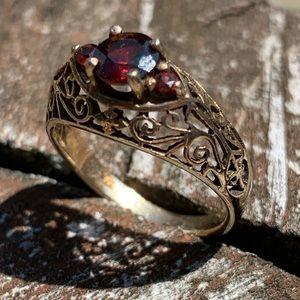 Vintage Garnet and gold like Ring - size 5